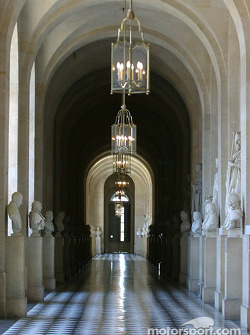 Visit of the Château de Versailles: one of the many hallways