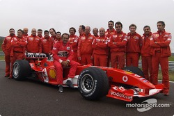 Carlos Reutemann poses with Ferrari team members