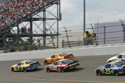 Kyle Busch, Carl Edwards and Travis Kvapil battle for position