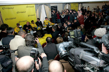 Massive media interest at the press conference: Tiago Monteiro, Colin Kolles Midland Jordan Managing Director, Narain Karthikeyan, Trevor Carlin Jordan Team Principal and Robert Doornbos