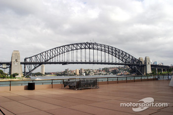Williams-BMW HP event at the Opera House in Sydney: Sydney Harbour Bridge