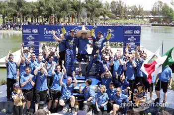 Podium: winners Petter Solberg and Phil Mills celebrate with their team
