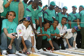 Visit at Universiti Teknologi Petronas: Felipe Massa and Jacques Villeneuve