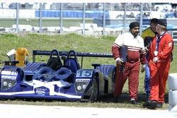 #15 Binnie Motorsports Lola B05/42 Nicholson McLaren out early