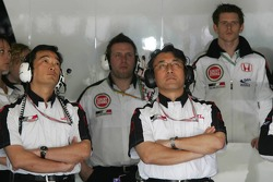Anthony Davidson and BAR-Honda team members watch practice