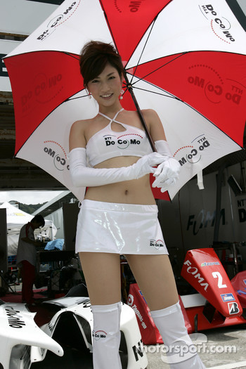 Race queen at pitwalk
