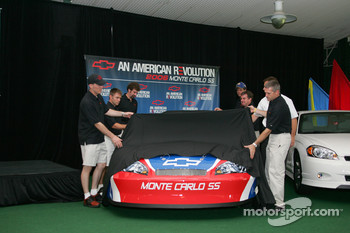 Chevy drivers help Mark Kent unveil the 2006 Monte Carlo SS race car