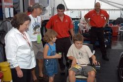 MDA kids and dad meet Jan Crawford