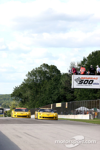 #4 Corvette Racing Corvette C6-R: Oliver Gavin, Olivier Beretta takes the checkered flag