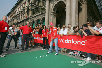 Vodafone race event in Milan: Michael Schumacher plays golf