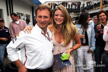 Christian Horner with the winner of the Formula Unas girls