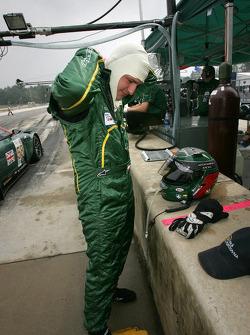 Tomas Enge gets ready