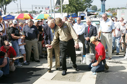 Rusty Wallace Court of Legends induction: Humpy Wheeler helps Rusty Wallace imprint his right foot