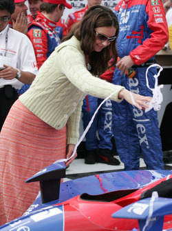 Ashley Judd celebrates victory of husband Dario