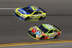 Kyle Busch, Joe Gibbs Racing Toyota, Paul Menard, Richard Childress Racing Chevrolet