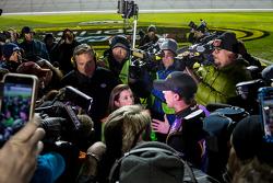 Danica Patrick, Stewart-Haas Racing Chevrolet and Denny Hamlin, Joe Gibbs Racing Toyota have altercation on pit road