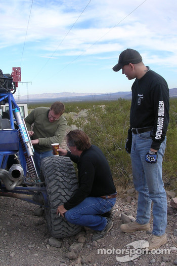 Vanguard Racing: Team Vanguard checks the buggy between the first and second runs of the day