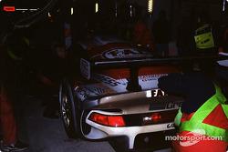 Pitstop for #30 Kremer Racing Porsche 911 GT1: Christophe Bouchut, Bertrand Gachot, Andy Evans