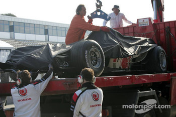 Car of Rubens Barrichello returns to the pits