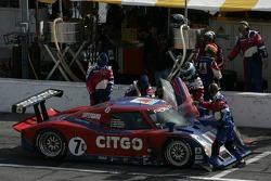 Pitstop for #7 CITGO Racing by SAMAX Pontiac Riley: Milka Duno, Dario Franchitti, Marino Franchitti, Kevin McGarrity
