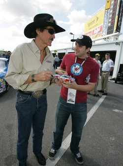 Richard Petty signs autographs