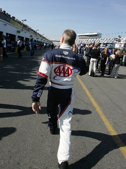 Mark Martin waves to his fans