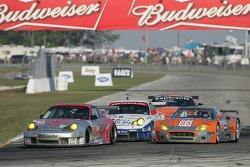 #23 Alex Job Racing Porsche 911 GT3 RSR: Mike Rockenfeller, Klaus Graf, Graham Rahal and #85 Spyker Squadron Spyker C-8 Spyder: Peter Cox, Donny Crevels battle