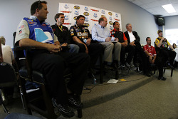 Gil Martin, Ray Evernham, Ryan Pemberton, Lerry McReynolds, Greg Zipadelli, Leonard Wood, Jimmy Elledge and Tommy Baldwin participate in the crew chiefs' press conference
