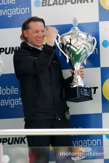 Podium: Hans-Jürgen Mattheis, Team Manager HWA, with the trophy for the winning constructor