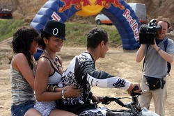 Red Bull goes off track: Formula Unas girls