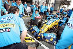 Renault F1 team practice pit stop
