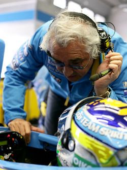 Flavio Briatore talks to Giancarlo Fisichella