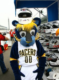 Indiana Pacers mascot Boomer