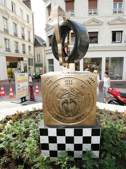 Visit of the 'Empreinte des vainqueurs' at Place Saint-Nicolas in Le Mans