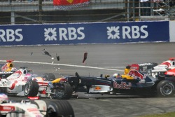 Crash at first corner: Franck Montagny collides with Christian Klien