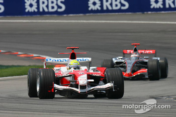 Formation lap: Ralf Schumacher and Kimi Raikkonen