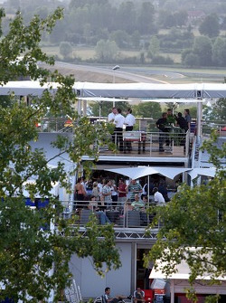 Red Bull chilled Thursday: visitors on the deck of the Red Bull Energy Station