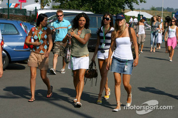 Formula Unas girls arrive at the circuit