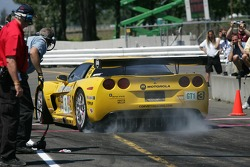 Pit crew challenge: #3 Corvette Racing Corvette C6-R: Ron Fellows, Johnny O'Connell