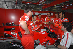 Loris Capirossi discusses with Ducati team members