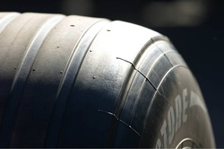 Grooved F1 tyres