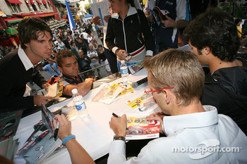 Ford Racing Festival on Crescent street: Sébastien Bourdais signs autograph sessions