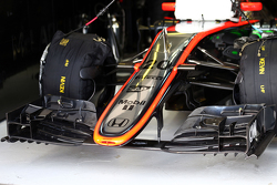 Kevin Magnussen, McLaren MP4-30 - front wing