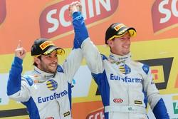 Podium: race winners Ricardo Maurício, Nestor Girolami