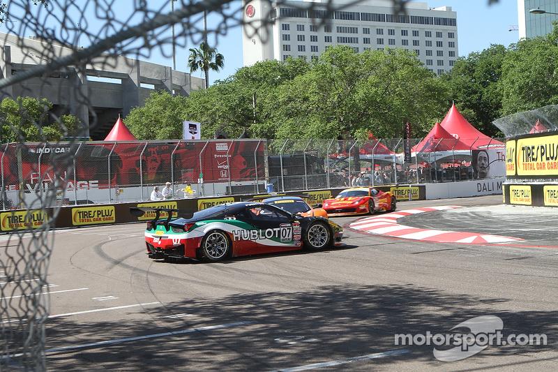 #07 Scuderia Corsa Ferrari 458 GT3 Italia: Martin Fuentes spint