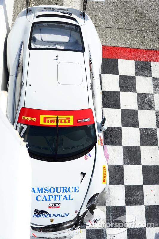 #17 Global Motorsports Group Porsche 911 GT3 Cup: Alec Udell crash