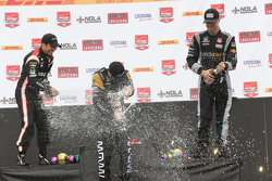 Podium: Second place Helio Castroneves, Team Penske Chevrolet, race winner James Hinchcliffe, Schmidt Peterson Motorsports Honda and third placed James Jakes, Schmidt Peterson Motorsports
