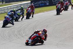 MotoGP 2015 Motogp-argentinian-gp-2015-marc-marquez-repsol-honda-team-leads