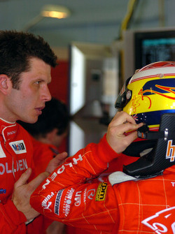 Garth Tander gives Ryan Briscoe some advice