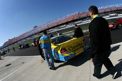 Cheerios Dodge crew members push the car to qualifying